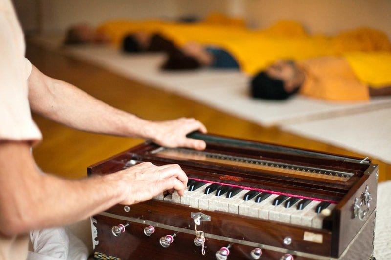 Entspannung bei Harmonium-Musik